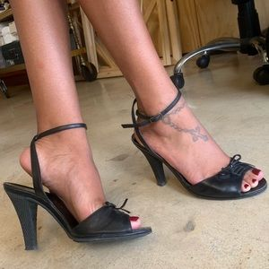 Marc Jacobs black leather & rubber tie heels